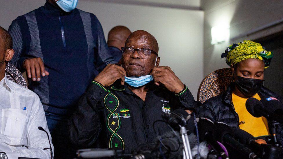 दक्षिण अफ्रिकाका पूर्व राष्ट्रपतिद्वारा आत्मसमर्पण