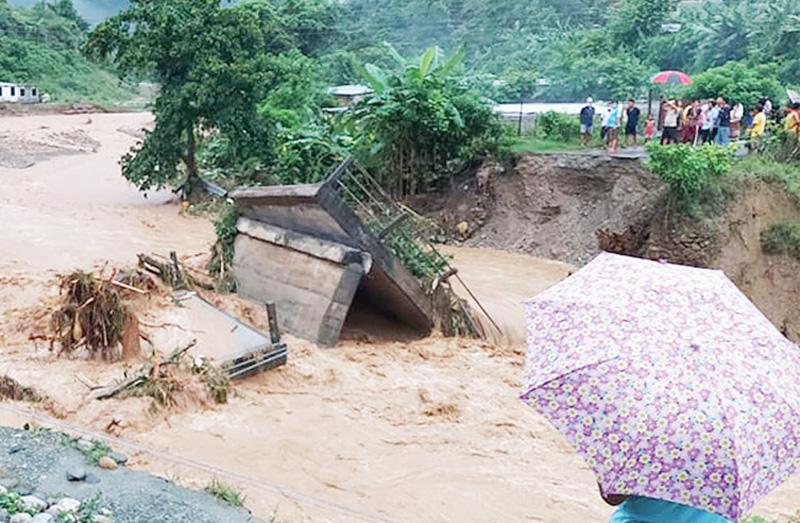 भोलीसम्म भारी वर्षा हुने, देशका राजमार्गहरु ठाउँठाउँमा बन्द